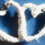 Decoratiune inimi din sârma si sfoara