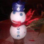 Om de zapada din globuri – ornament pentru brad